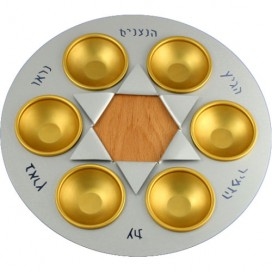 Nitsanim Seder Plate with Gold Aluminum Cups